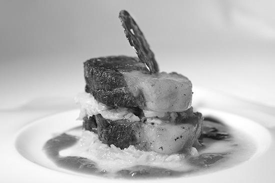 Confit de porc noir de de Bigorre, embeurrée de choux, sauce comme charcutier